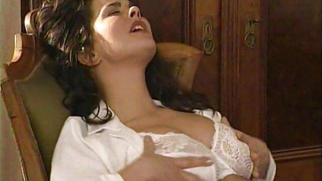 एक लड़की के साथ बाथरूम में बेबे सेक्सी में हिंदी मूवी