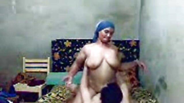 फर्श पर जवान आदमी हिंदी में सेक्सी मूवी एचडी और श्यामला