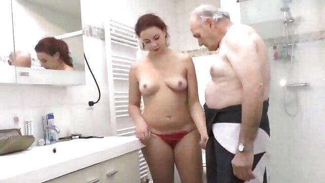 दादी पंप बिल्ली, गर्व, विस्तृत खुले गुदा और मूवी सेक्सी फिल्म वीडियो में इस व्यक्ति को एक गधा दे