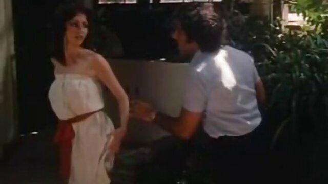 किसी न किसी भाड़ में सेक्स के खिलौने का उपयोग लड़की सेक्सी फिल्म मूवी में