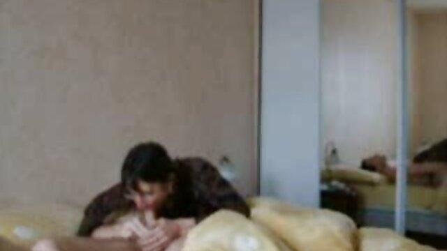 सहपाठियों उसके सेक्स मूवी एचडी में स्तन दिखाने