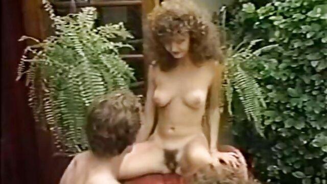 इस रिसॉर्ट में पर्यटकों को दो सुंदर सेक्सी मूवी हिंदी में वीडियो महिलाएं हैं