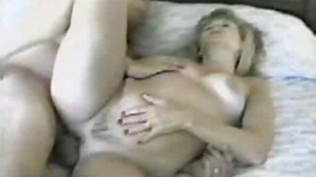 एक हिंदी में सेक्सी मूवी फिल्म अजनबी के साथ शौचालय में त्वरित सेक्स