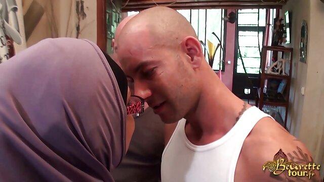 एक आदमी के साथ सेक्स की मूवी हिंदी में दो लड़कियों ।