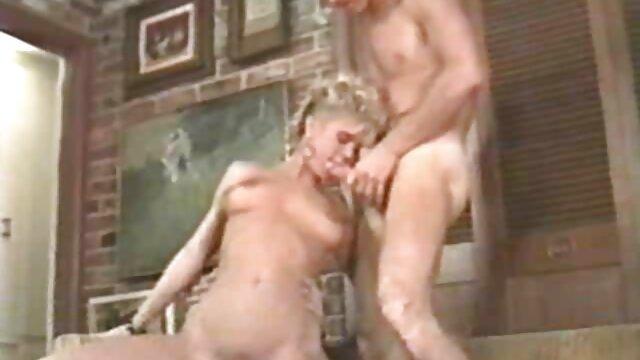 दो दादी, एक बूढ़े आदमी हिंदी में सेक्सी मूवी वीडियो में विमुख, भूरे बाल