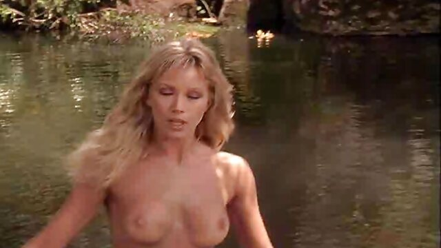 खेत पर यह कैसे करना मूवी सेक्सी फिल्म वीडियो में है